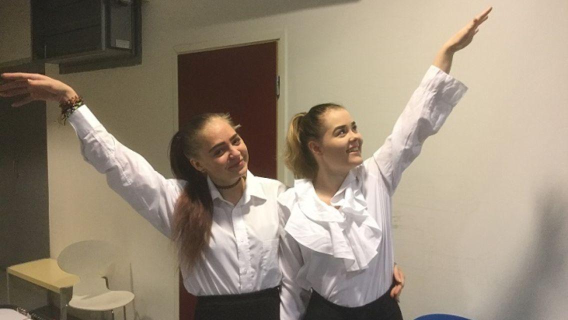 Tanssijat esiintyivät International Fridayssa